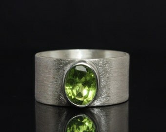 Silver ring with Peridot - Design ring made out of 925 Sterling Silver - Gemstone Ring