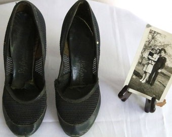 1950s Night Out on the Town Ladies Navy Vintage Shoes