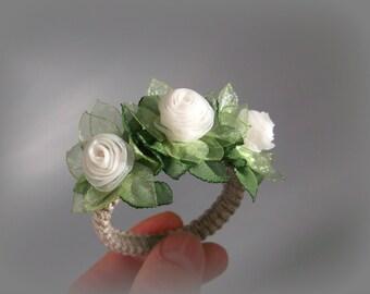 Flower napkin wraps Set of 4 Ivory and Green Handmade table napkin ring holders Wedding Gift for her