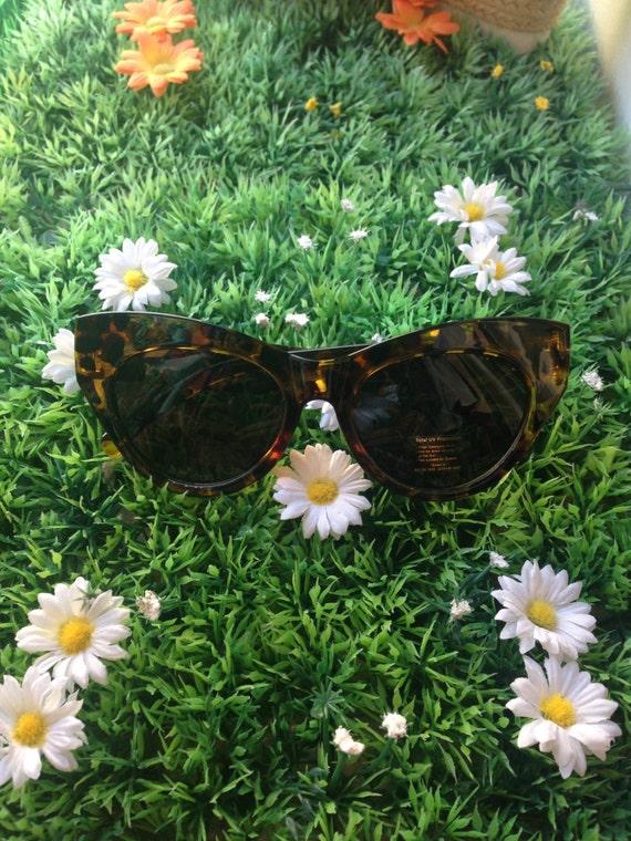 Retro sunglasses tortoise shell