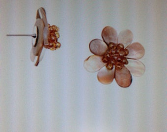 Stud Earrings Natural Floral Shell