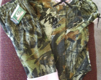 Camouflage/pink diaper shirt with pants