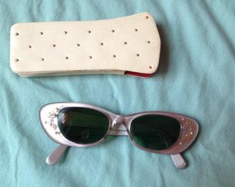 SALE 1950's Cateye sunglasses with rhinestones