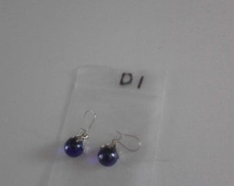 Dark blue round ball earings d1