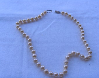Vintage string of glass cream pearls with sterlng silver clasp