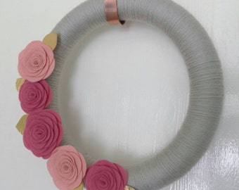 "Felt Flower Rose Wreath, Pink & Gold, Yarn Wrapped, 14"", Year Round Wreath, Valentine's Wreath, Mother's Day Gift"