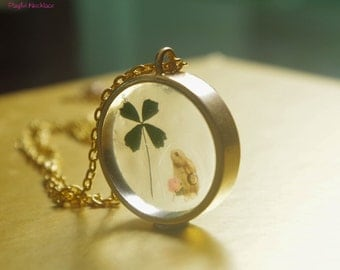 Dry flower necklace -  Clover and Rabbit