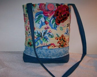 Pixilated flowers bag tablet bag.  ip203pfbag