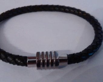Round braided leather bracelet and stainless steel.