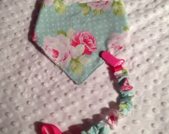 Attached lollipop in cotton to the nice pattern of roses vintage look, tie plastic kam
