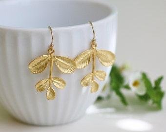 gold leaf earrings, gold branch earrings, gold dangle earrings, gold drop earrings, gold nature earrings