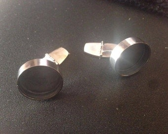 Hand made cufflinks in 925 silver. oxidized on the insde.