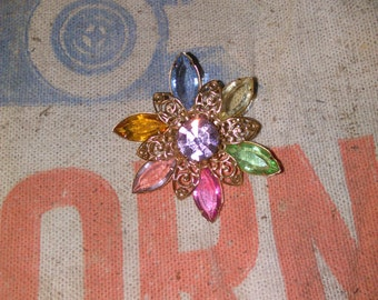 A perfect flower brooch!