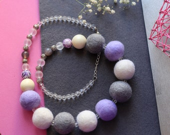Felt beads of different assemblies on a chain, with glass or wooden beads
