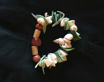 Wood and shell stretch bracelet
