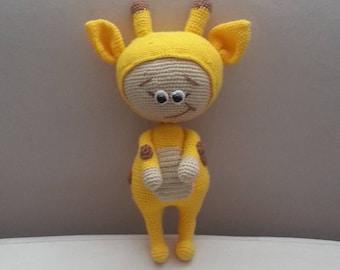 Knitted Shy Giraff Doll