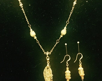 Delicate Jade and Gold-toned Necklace & Earrings