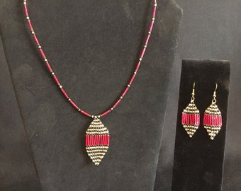 Red Black and Antique Bronze Glass Beaded Peyote Stitch Necklace and Earrings