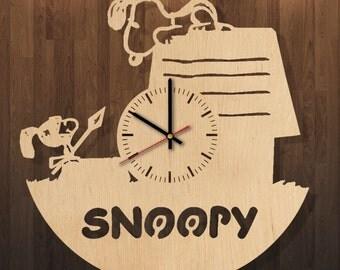 Snoopy wall clock, Snoopy clock, Snoopy wall decor, Snoopy room decor, Snoopy home decor, Snoopy kid's room decor, Snoopy fan gift, wood art