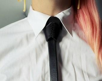 Suture Necktie Collar