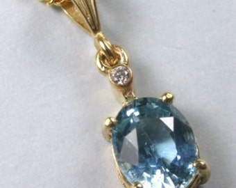 Aquamarine and diamond pendant in 9ct gold