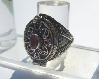 Ruby Sterling Silver Poison Ring. Size 7.5.  Bali Silver and Ruby Poison Ring.