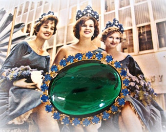 BIG vintage jewel and rhinestones brooch HUGE oval emerald glass cab ringed by sapphire blue rhinestones unmarked beauty