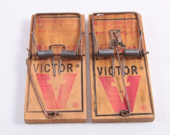 Ouch! Snap! Lot of Two Vintage Extra Large Mouse Traps, Both Working ~ The Pink Room ~ 161002