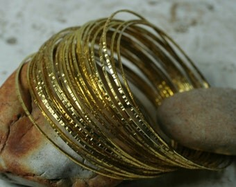 Stacking Bangle, Stackable Bangle, Hammered Bangle, Handmade Bangle, Gold Plated Bangle, Bangle Set, 2 pcs (item ID XMGP65T)