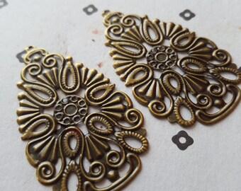 Antiqued Bronze filigre teardrop Stamp Link Connectors (2)