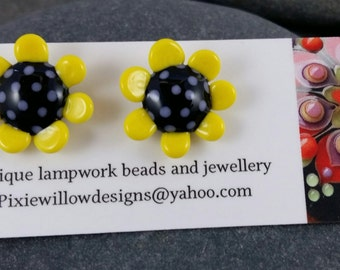 Dippy do daisy lampwork surgical steel stud post earrings MTO