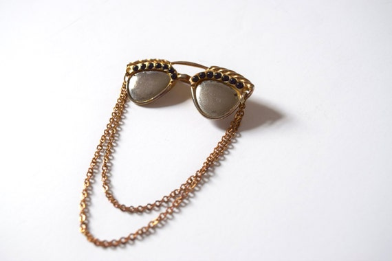 SPRING SALE/ 20% off Vintage 60s 70s Reflective Sunglasses Gold Tone Metal Brooch