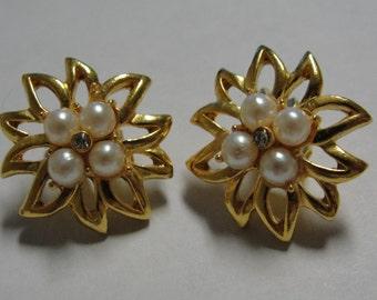 Simjulated Pearl Gold Tone Flower Clip Earrings
