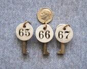 Mini Number Tag Skeleton Key Lot Antique Industrial Padlock Room Key Painted Metal Tags The Hippie Years Diy Pendant Jewelry Hardware