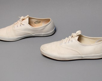 size 8 1/2 KEDS cream canvas 80s 90s GRUNGE lace up tennis shoes