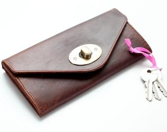 Leather Wallet Twist Lock Purse, Antique Brown