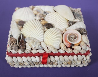 Kitsch Shell Jewelry Box Seashell Vintage Tropical Beach Summer Hawaii Hawaiian Knick Knack Folk Art Maritime Grunge Red Velvet Accessory