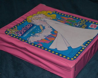 Vintage Mattel 70s Barbie Carrying Case with Clothing and Accessories 1977