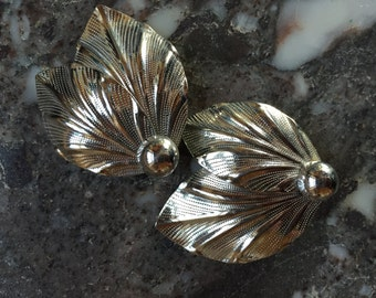 Tropical Vintage Silver Tone Metal Clip-On Earrings Fan Leaf Shape Holiday Winter Vacation Nature Inspired