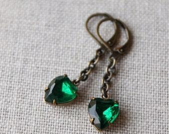 Emerald Green Earrings / Emerald Hearts / May Birthstone Earrings / Vintage Rhinestone Earrings / St Patricks Day Earrings / Heart Earrings