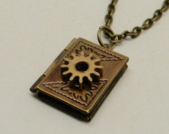 Steampunk jewelry. Steampunk locket pendant necklace.