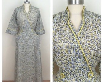 25% Off Sale 40s Lyn Delle Gray Yellow Print Dressing Gown Robe, Small to Medium