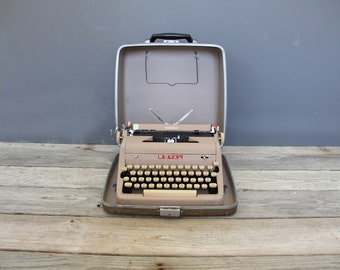 Vintage Pink Mauve Royal Quiet De Luxe Typewriter with Case