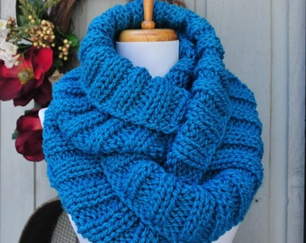 Chunky Knit Infinity Scarf, Turquoise Blue Scarf, Knitted Scarf, Womens Scarf, Winter Scarf, Vegan Scarf, Knit Circle Scarf, Blue Scarf