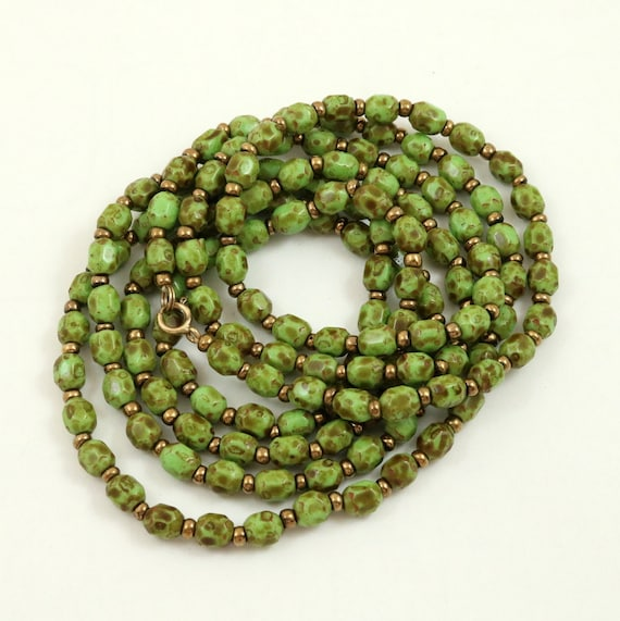 Vintage Scottish Green Agate Glass Bead Flapper Necklace
