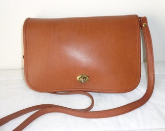 Hunt Club glove tanned leather satchel, purse, cross body bag, full flap purse British tan vintage 80s excellent condition