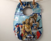 Star Wars Baby Gift - Baby Bib from Vintage Bed Sheets - 80s Baby Gift - C3PO, R2D2, Chewbacca, Han Solo, Princess Leia, Luke Skywalker
