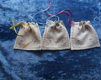 3 VINTAGE OPENWORK  LINEN Gift Bags Set of Three Drawstring Bags