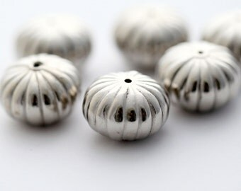 Vintage Beads Lucite Silver Fluted Squashed Melon Beads 20mm (8)