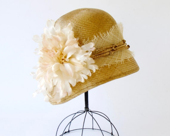 Straw Cloche Hat Women's Hat Flapper Hat 1920 Cloche Hat Mother's Day Great Gatsby Hat Rustic Style Handmade Silk Flower Teaparty Straw Hat
